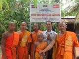 Founder installe water well, Siem Reap